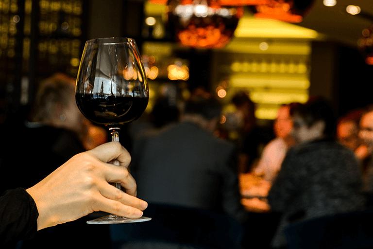 De Ce Iubim Vinul?